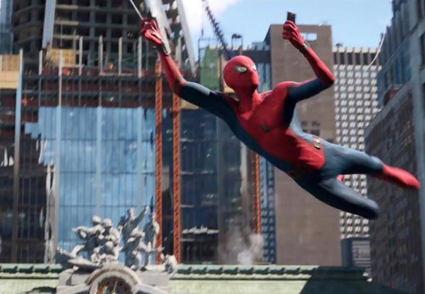 Фото №1 - Новый постер «Человека-паука» вызвал в Интернете волну возмущения. И фотожаб