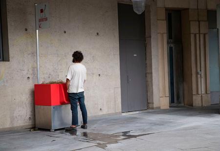 Парижане ополчились на уличные писсуары