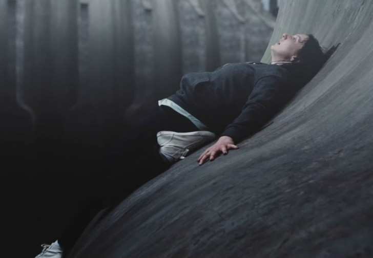 Фото №1 - Леденящий душу короткометражный хоррор «Изгиб». И заметь: никаких монстров в кадре!