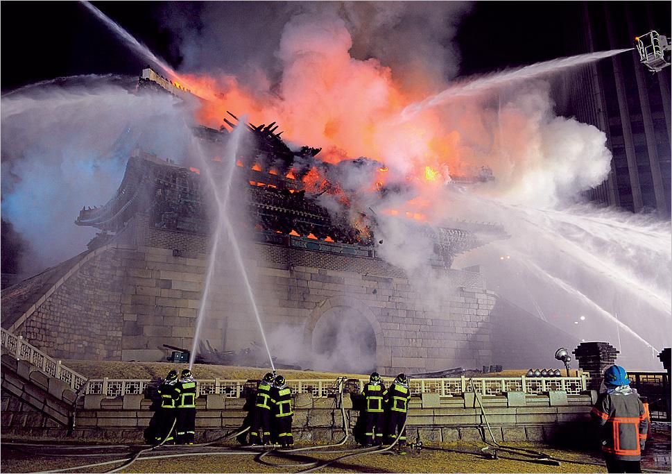 Церемониальные ворота Намдэмун - пожар