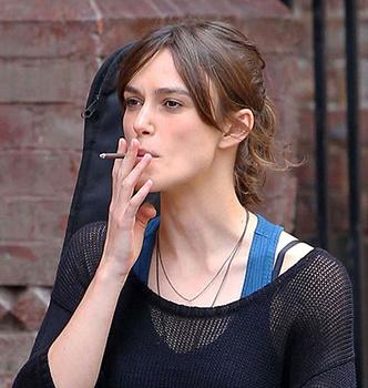 Фото №7 - Красавицы и сигареты. Звезды женского пола, которых никто не заподозрил бы в курении