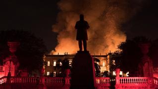 Пожар в Бразильском музее истории (фотогалерея)