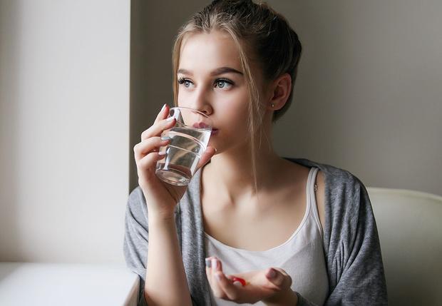 Фото №1 - Как себя вести, когда твоя девушка больна