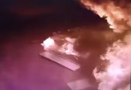 Рассеянный водитель забыл пистолет в бензобаке и спалил заправку! (кромешное ВИДЕО)