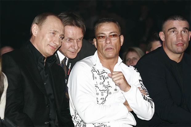 Фото №2 - 6 кинозвезд, которым срочно требуется российское гражданство