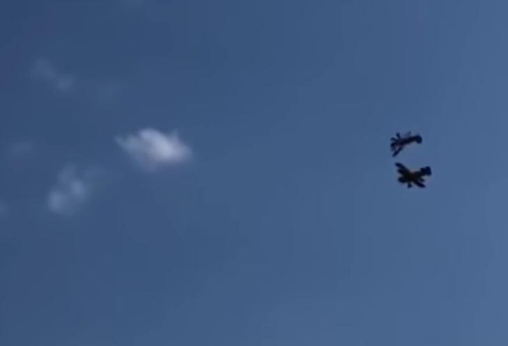 Фото №1 - Ух, ё! Эти самолеты сейчас столкнутся и стремительно рухнут! Катастрофическое ВИДЕО