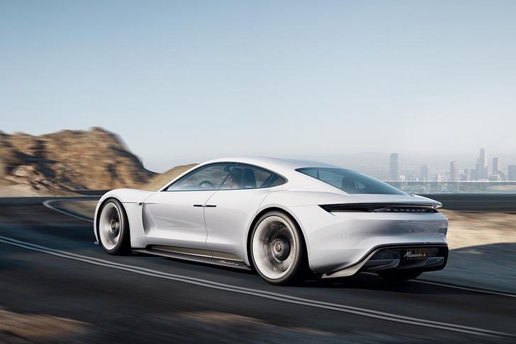 Фото №2 - Как будет выглядеть электрокар от Porsche? А вот так!
