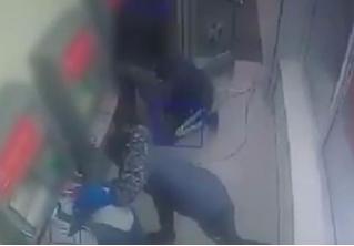 Ограбление по-московски: сноровистые налетчики взорвали банкомат и украли 40 миллионов рублей (ОСЛЕПИТЕЛЬНОЕ ВИДЕО)