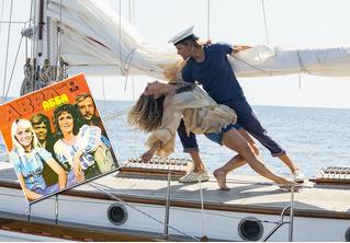 К нам идет «Mamma Mia! — 2». Уже есть русский трейлер!