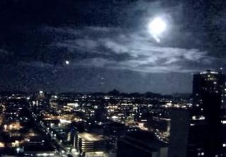 Гляди, как гигантский метеор мощно полыхнул над городом! (сакральное ВИДЕО)