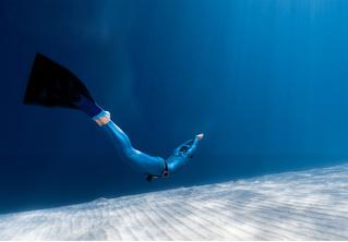 Как плавать с моноластой