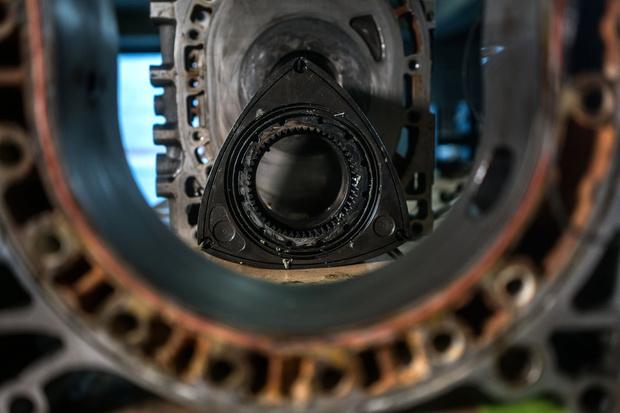 Фото №5 - Все, что ты хотел знать о роторных двигателях, но стеснялся спросить у этих… ну, с гаечными ключами