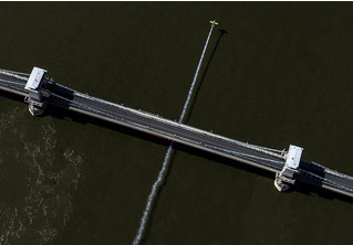 Пилотный эпизод: посмотри, как виртуозно пролетает самолет под Цепным мостом в Будапеште!
