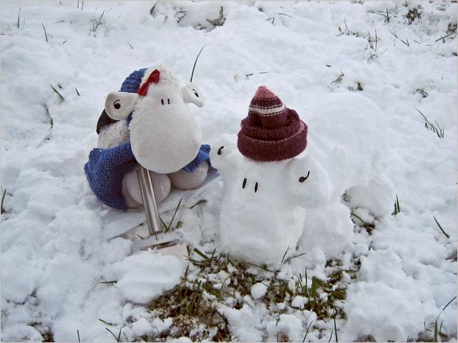 Одетые снеговичка