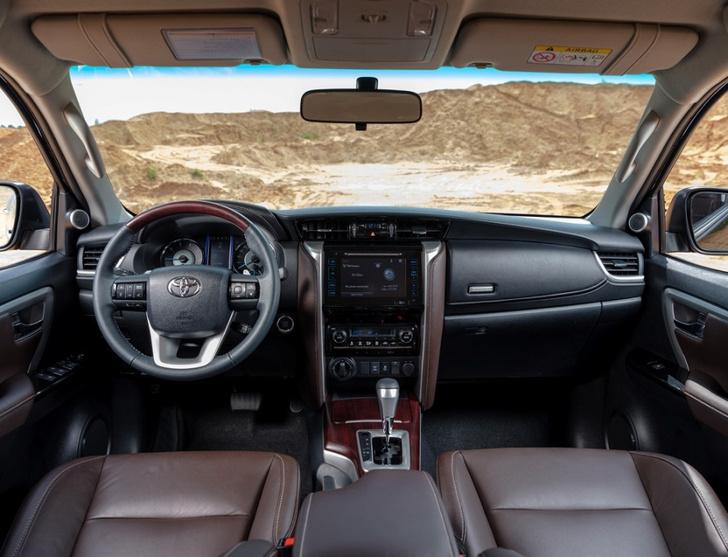 Фото №4 - Toyota Fortuner: с октября на всех бездорожьях страны!