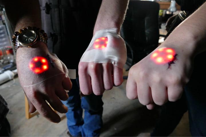 Фото №1 - Тысячи шведов вживили себе чипы под кожу! Зачем?