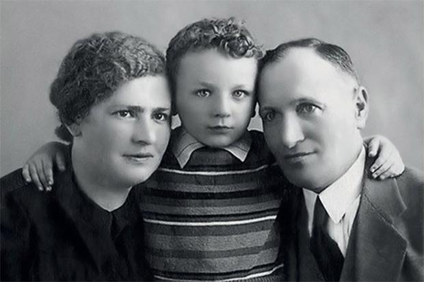 Михаил Жванецкий с родителями — видимо, со своими