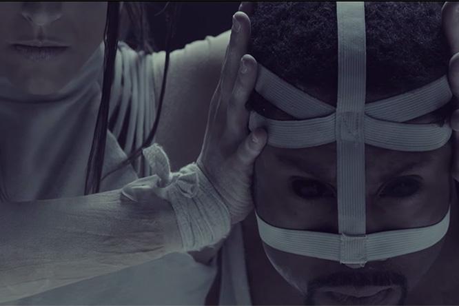 Фото №1 - Пыльно тут у вас: новый клип Muse «Dead Inside»