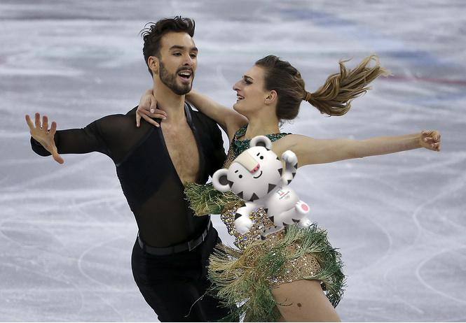самый большой кошмар французской фигуристки оголилась грудь олимпиаде