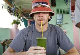 Вредно или нет пить свежевыжатые соки?