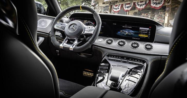 Фото №2 - Для быстрых духом: Mercedes-AMG GT 63 S