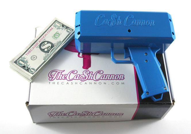 Пушка для денег и другие самые мужские гаджеты месяца