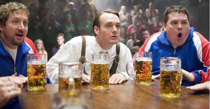 Фото №1 - Как правильно наливать и употреблять светлое и темное пиво (оказывается, есть тонкости)