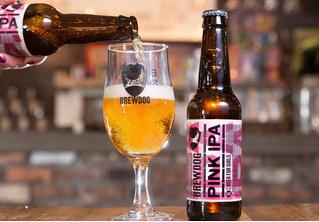 Британец засудил бар за то, что был вынужден признать себя женщиной ради скидки на «женское» пиво