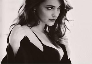 Пятничная подборка гифок знойных моделей и актрис в черном белье!