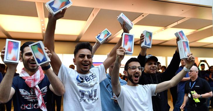 Фото №1 - iPhone X плохо продаётся отлично