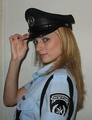 Фото №8 - Самые красивые девушки-полицейские мира