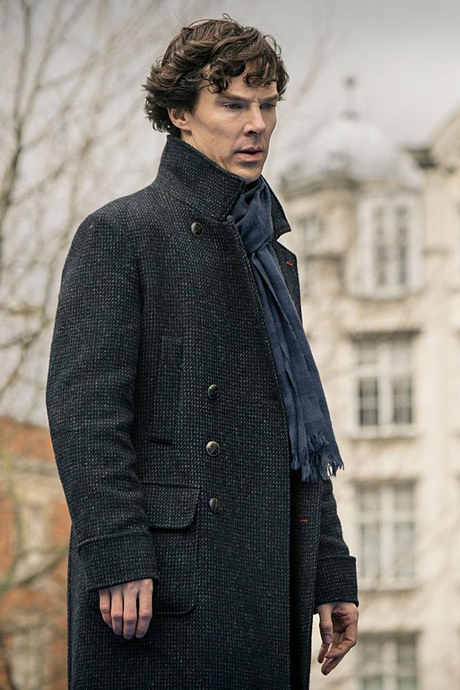 Плотное пальто в мелко-серую клетку британской марки Belstaff