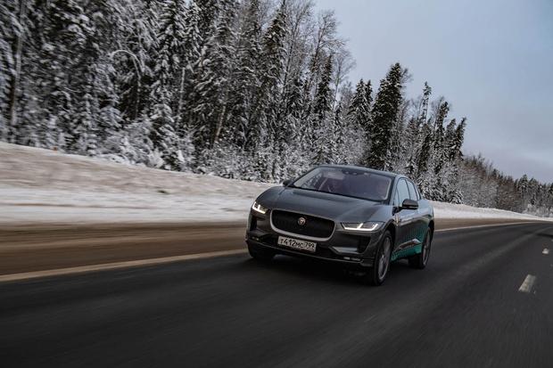 Фото №1 - Электричкой из Москвы до Питера на чистой энергии Jaguar I-Pace