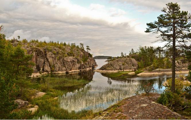 Ладожское озеро в республике Карелия и Ленинградской области