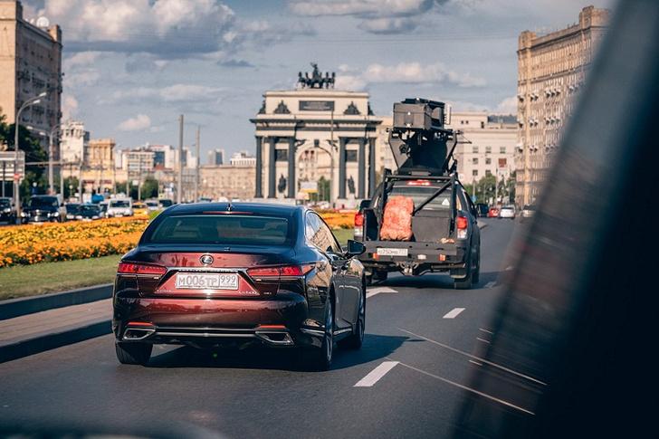Фото №3 - Флагманские модели Lexus снимаются в кино