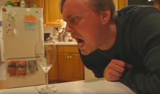 Как разбить бокал при помощи голоса (ВИДЕО)