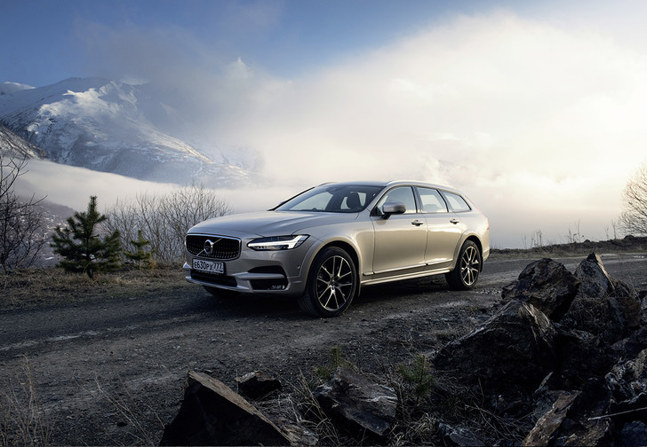Фото №1 - Volvo V90 Cross Country: универсалы наносят ответный удар