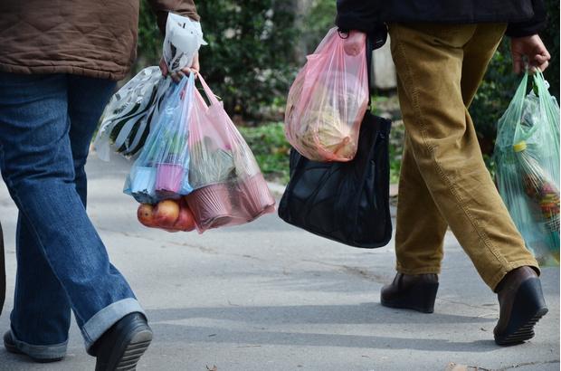 Фото №1 - Исследование: мужчины стесняются ходить в магазин с матерчатой сумкой, так как боятся, что их примут за геев