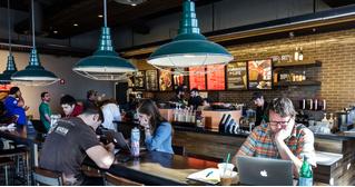 Как Starbucks в США воюет с порносайтами, а те умело парируют