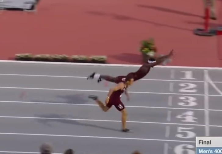 Фото №1 - Пожалуй, самый необычный беговой финиш сезона (видео)