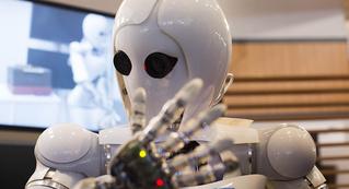 Amazon написала искусственный интеллект для наема работников, а он оказался сексистом