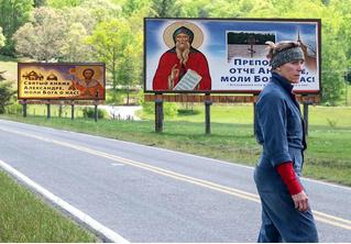 В Петербурге повесили лики святых над дорогами для уменьшения числа ДТП