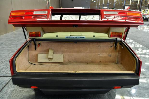 Фото №5 - Для чего у некоторых автомобилей есть фонари в багажнике?
