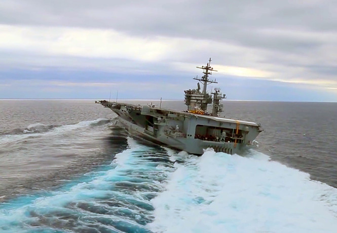 «Змейка» на авианосце! Военно-морское видео