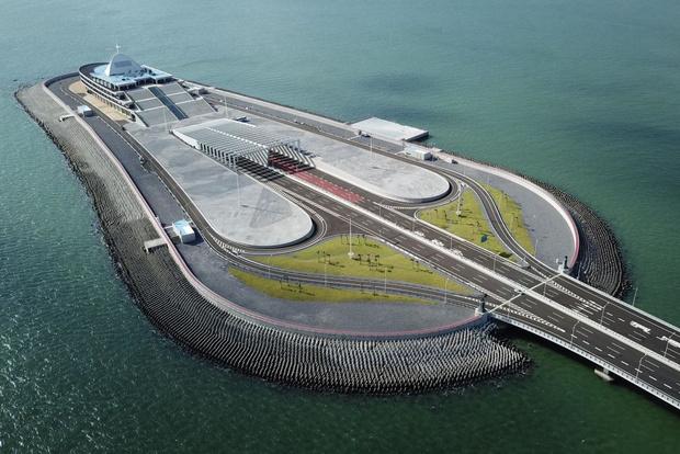 Фото №4 - Вот как выглядит самый длинный в мире морской мост, только что открытый в Китае (видео)