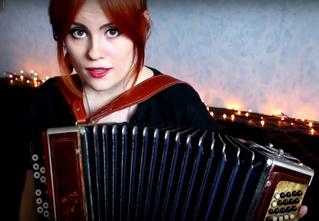 Русская девушка перепевает темы из любимых фильмов, сериалов и игр!