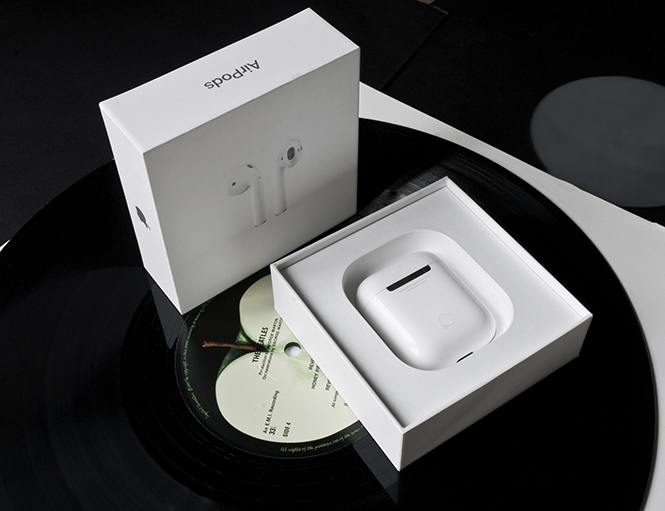 Фото №1 - Всё о самом модном гаджете сезона: беспроводных наушниках Apple