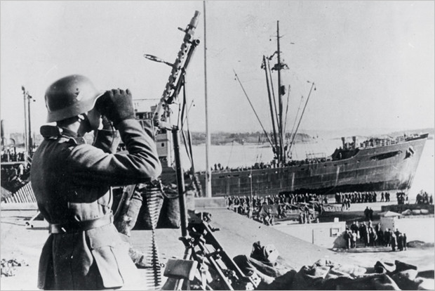 Фашисты высматривают угрозу с неба. Документальная съемка, 1940 год