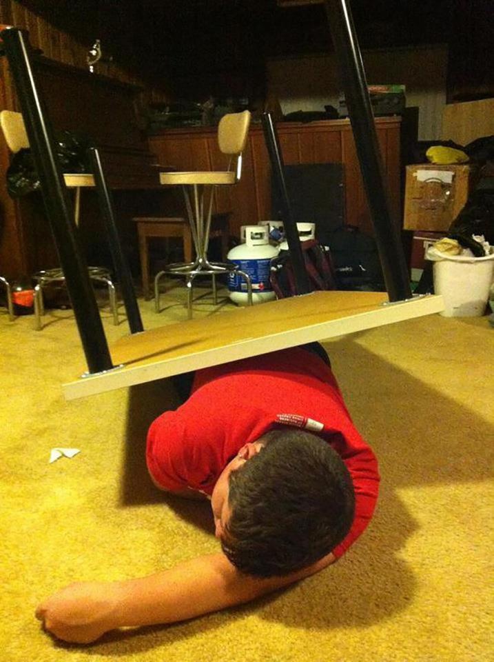 Заснул под столом