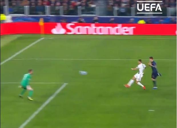 Фото №1 - Лови — лучший гол этого сезона в Лиге чемпионов (видео)